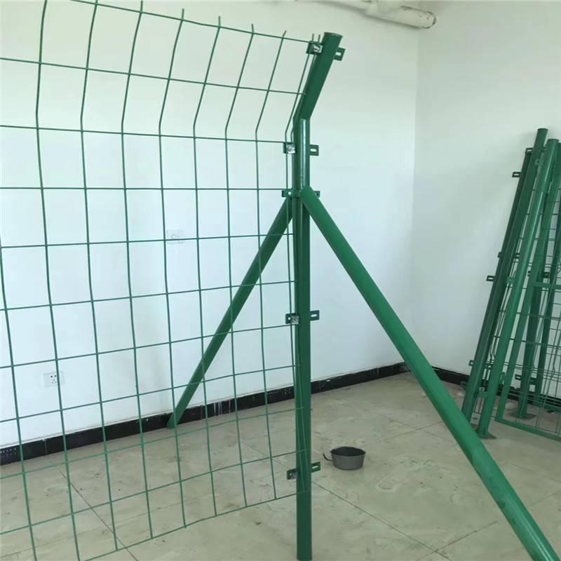 圈地护栏网 绿色铁丝网 隔离防护网