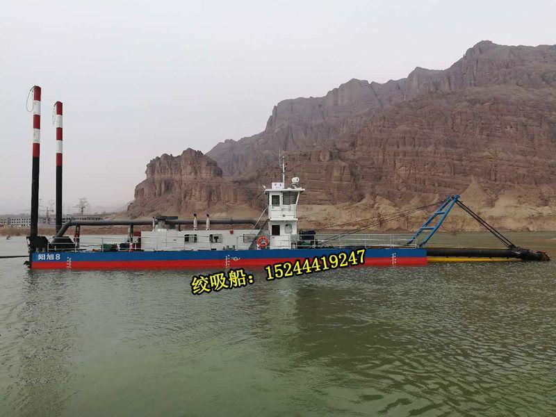 山东青岛港口疏浚船每天清理两千方淤泥