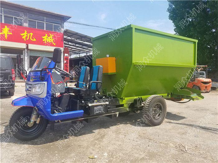 方便掉头的饲料撒料车 现代化养殖机械撒料车 损耗少噪音小的饲养车