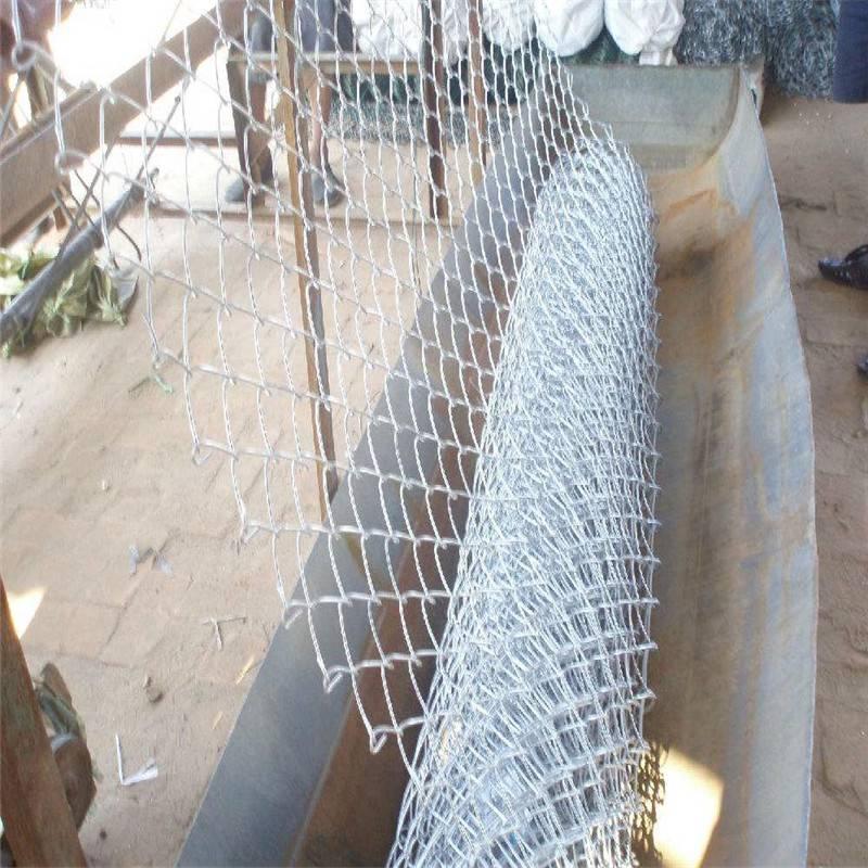 球场防护网 操场围网价格 包塑勾花网