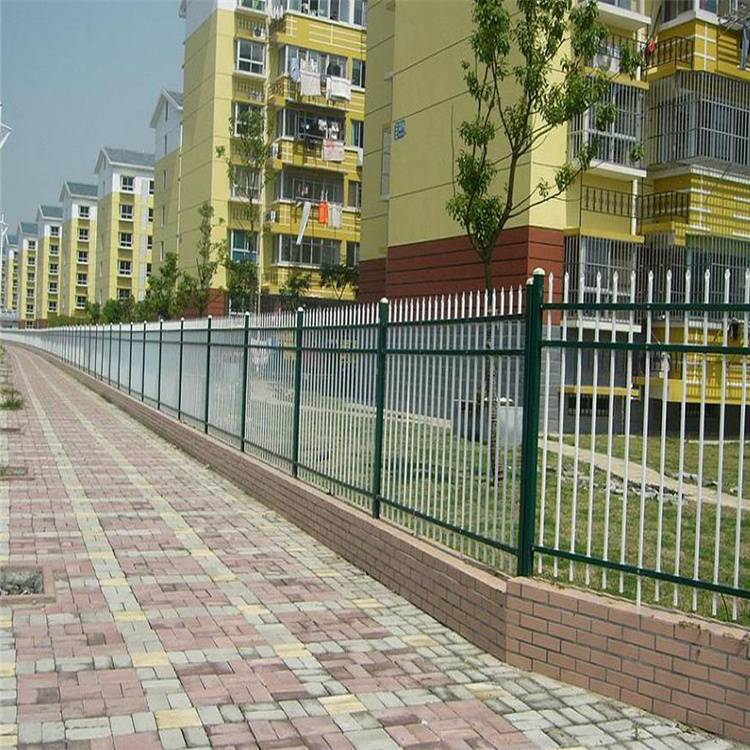 pvc草坪防护网 万泰锌钢护栏网 好质量隔离网