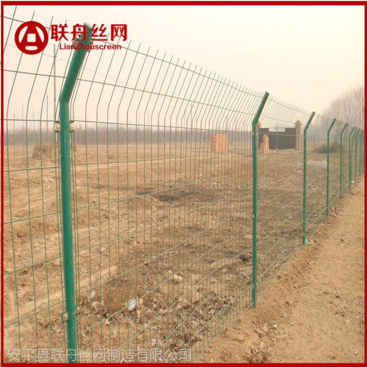 金属隔离栅网 鱼塘金属隔离栅网 徐州铁丝护栏网生产厂家是河北联舟