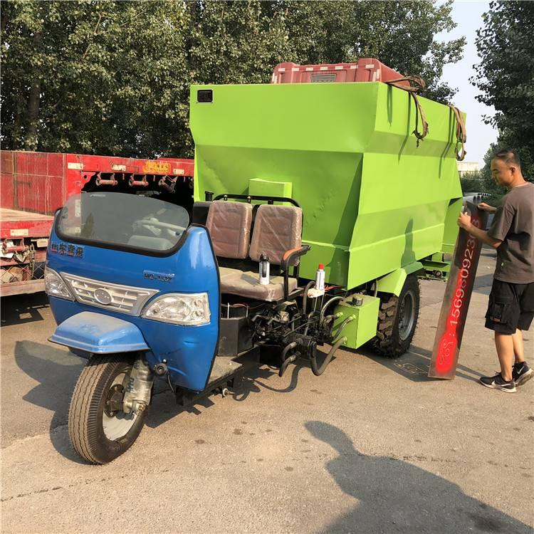可订制自走式撒料车 润丰 大型牛场用抛料车