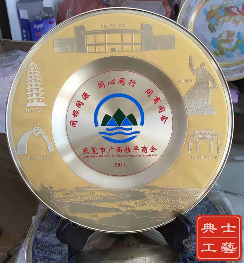 西藏厂家供应交警退休纪念品,从警30周年纪念礼品,模范警员表彰嘉奖奖牌定做