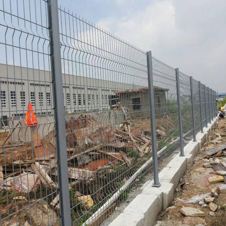 珠海封闭式护栏网 江门厂区市政护栏 珠海三角折弯隔离栅