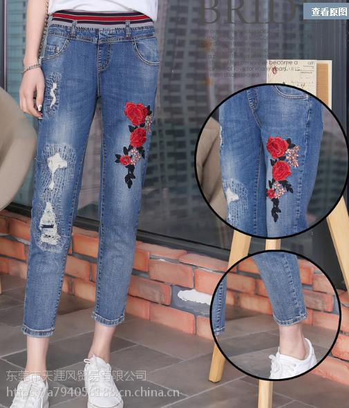 2018广州哪里有便宜尾货牛仔裤批发便宜韩版牛仔裤女士破洞小脚裤大量批发