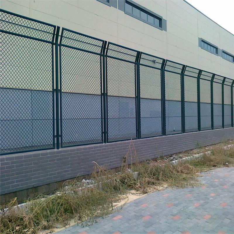 高速公路围网 安平优盾绿色围网厂家 铁网栅栏西安隔离网