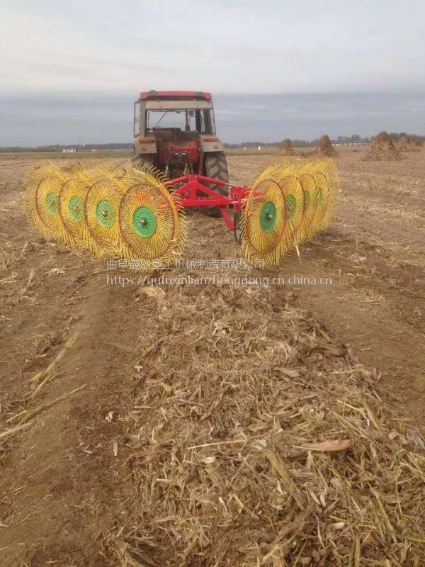 连云港联合收后的小麦秸秆用什么机器搂成趟 鑫联牌xl-6秸秆搂草机工作视频