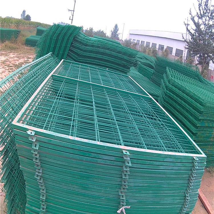 安平护栏网 浸塑铁丝网 公路护栏网