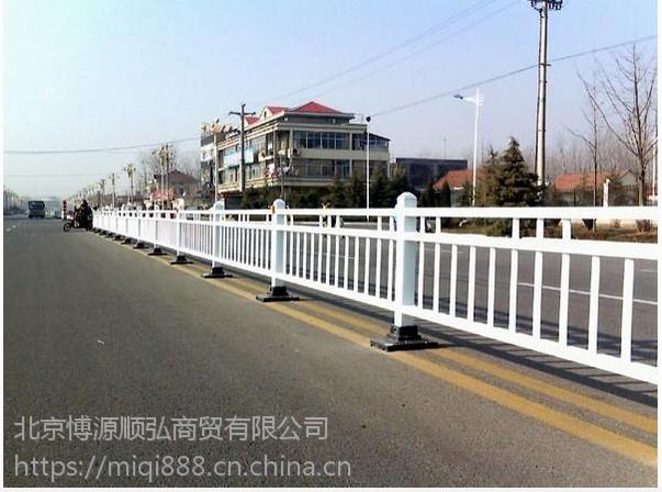 洛阳京式道路护栏,洛阳喷塑河道围栏,市政交通隔离栏,HC锌合金草坪栅栏Q235