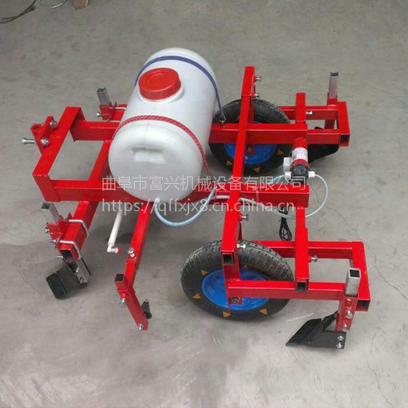 手扶覆膜喷药机 富兴大颗粒种子施肥播种机 土豆喷药覆膜机厂家价格