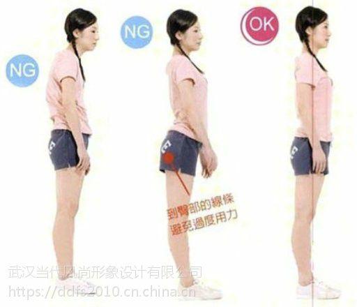 武汉女孩子提升衣服腿型个人看,快速走路驼背女生不好系列图片