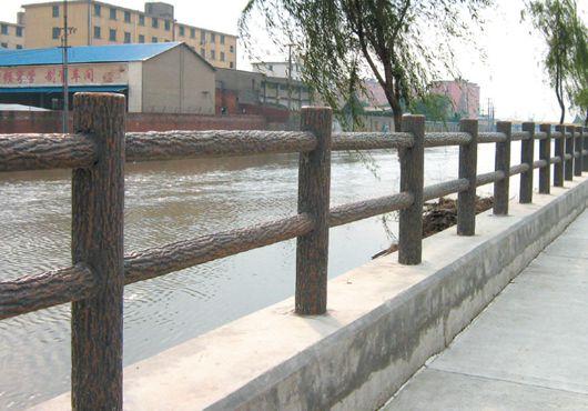 汕头河道仿木护栏价格,河道水泥仿木栏杆制作公司