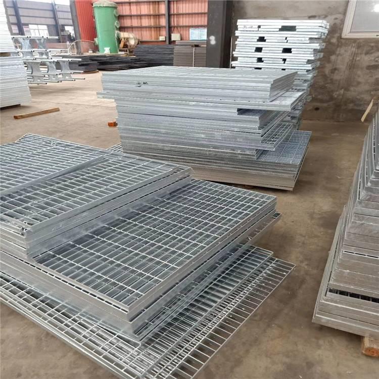 青岛踏步板 钢格栅板规格型号 楼梯踏步钢格板厂