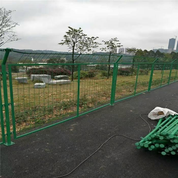 绿化带隔离网 景区围界护栏网 生产养殖护栏网厂家