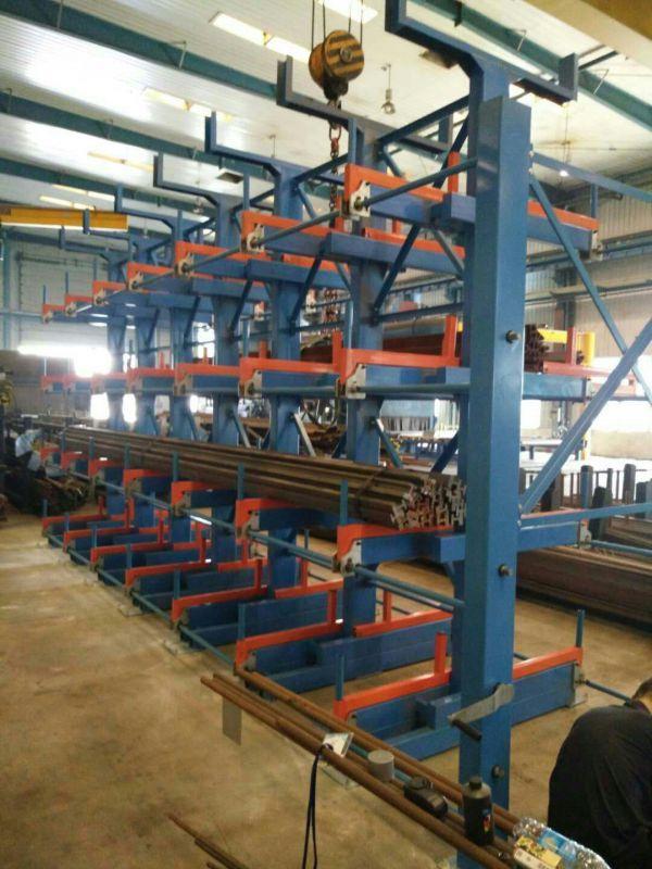 4层伸缩悬臂货架操作方法 管材存放架使用案例