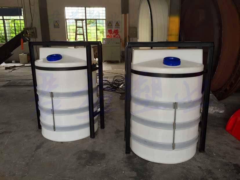 环保水处理及化工专用PE加药箱可配搅拌机