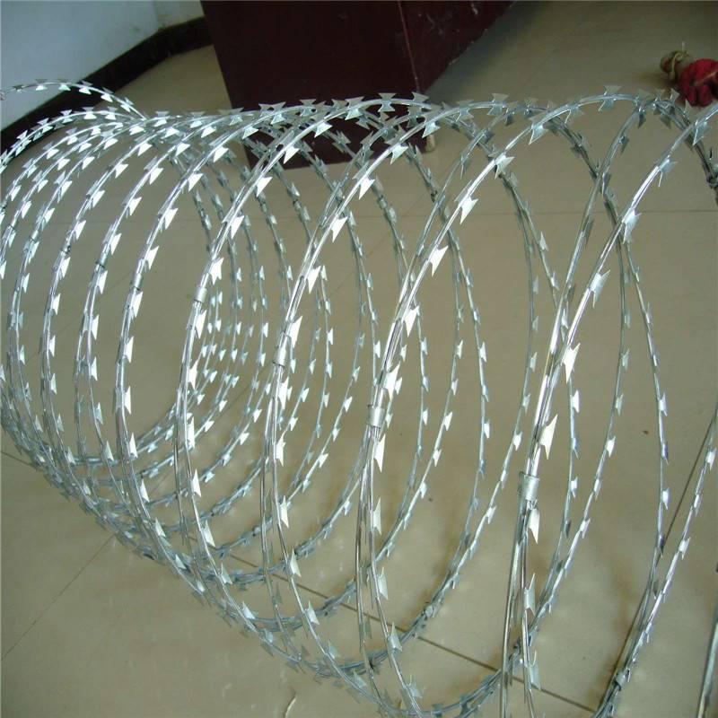 喷塑刀片刺绳 热镀锌刀片刺网 刺绳护栏