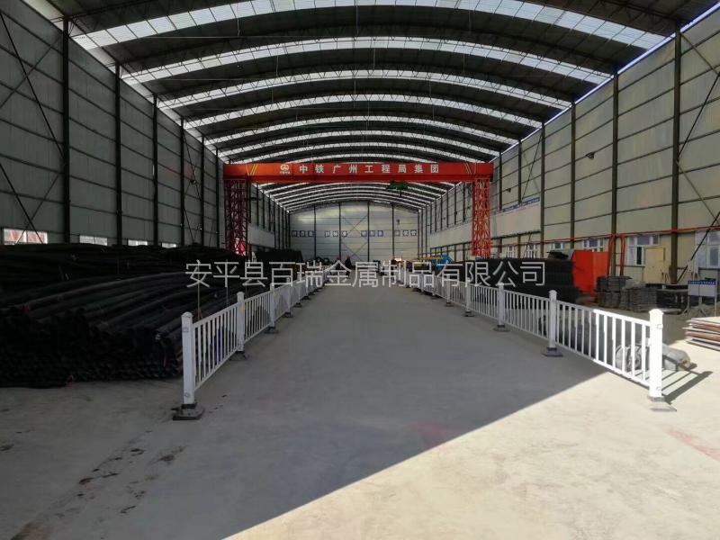 城市交通隔离防护栏 市政道路护栏厂家 机动车隔离带隔离护栏
