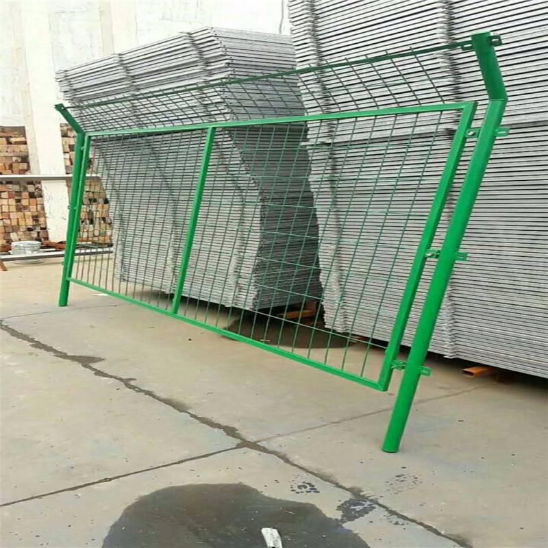 框架护栏网厂 家用护栏网 围墙铁丝网报价