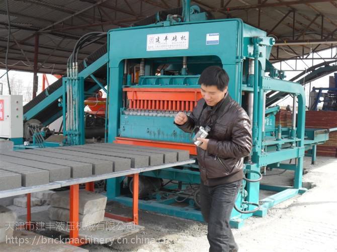 建丰砖机全自动出砖机之高科技产品电瓶车给砖厂带来福音