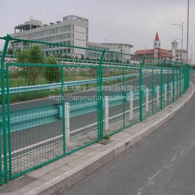 公路养护隔离栅及桥梁防抛网厂家 呼伦贝尔钢丝护栏网浸塑草绿色