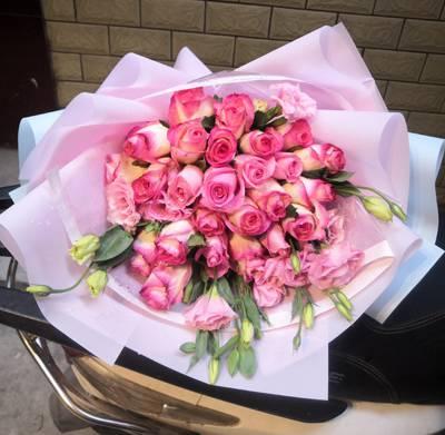 马山县鲜花马山县花卉鲜切花批发15296564995各种百合玫瑰鲜花上市