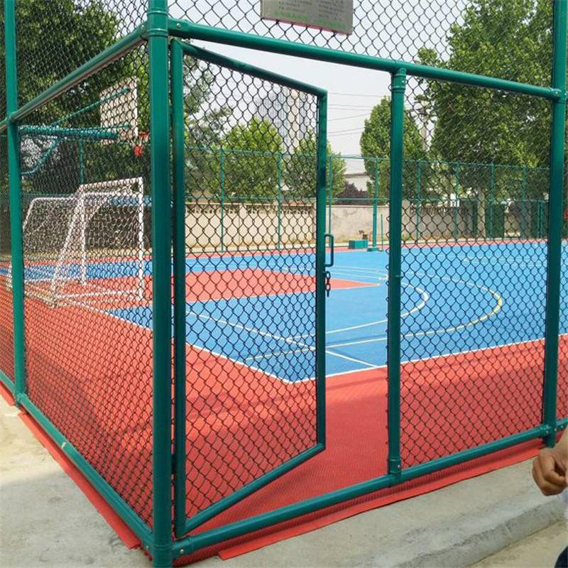 篮球场围栏 勾花网球场护栏 体育场护栏施工