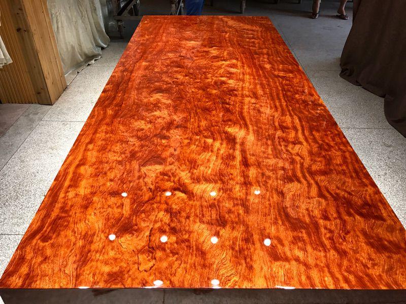 巴花大板桌,济南槐荫区哥德温厂家直销558年树龄原木制造的简约现代巴花大板桌