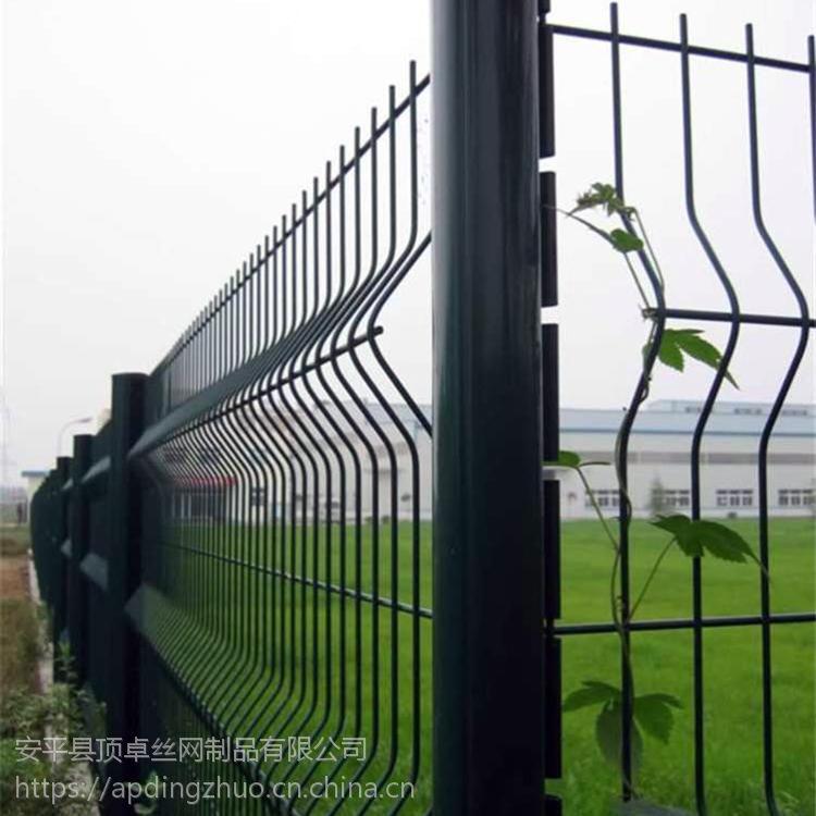 河南高速公路护栏网厂家 铁丝网隔离栅 桃型柱花坛草坪围栏