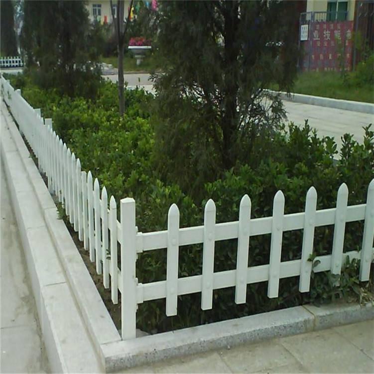 高档别墅绿化栏栅 pvc草坪隔离栏 公园草池隔离栏