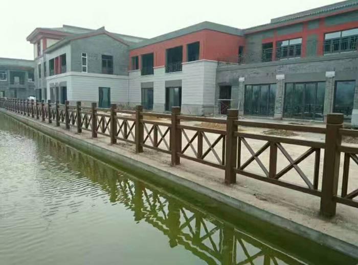 山东济南2018水泥仿木 仿树桩护栏制造商