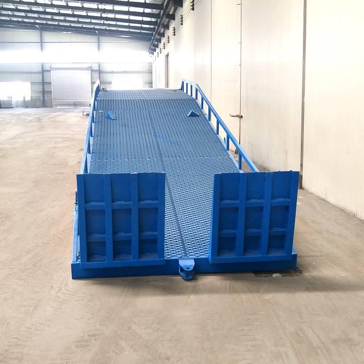 济南龙铸液压机械专业生产移动式登车桥 6吨 8吨 10吨液压式集装箱卸货平台