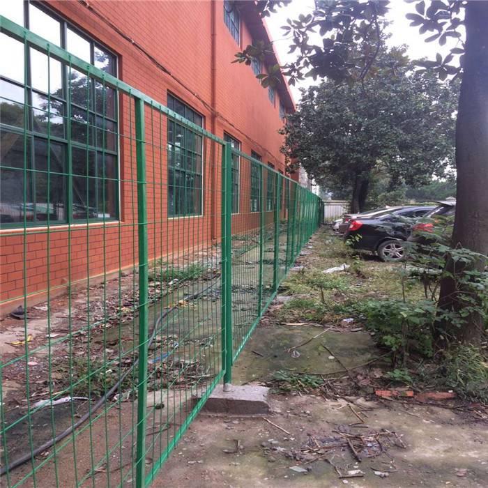 牧场圈地围栏网 荆门山坡铁丝防护网 护栏网多钱一米