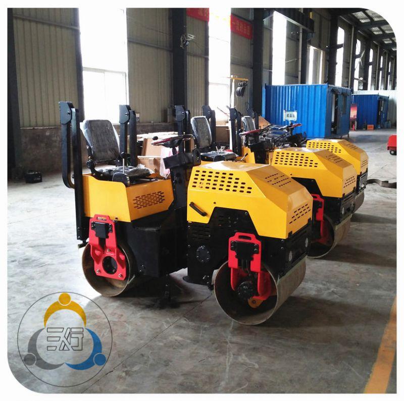 小型压路机工作效率领先,三人行载人式压路机厂家直销