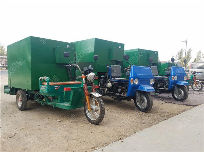 羊舍电动养殖喂料车 柴油动力喂料车 润众饲料运料机