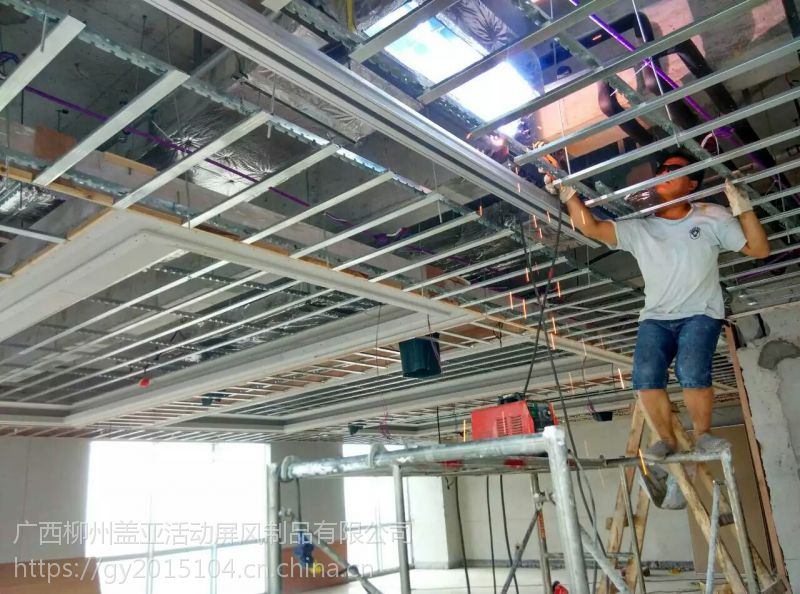 万达活动屏风轨道安装现场,65型加厚铝合金导轨