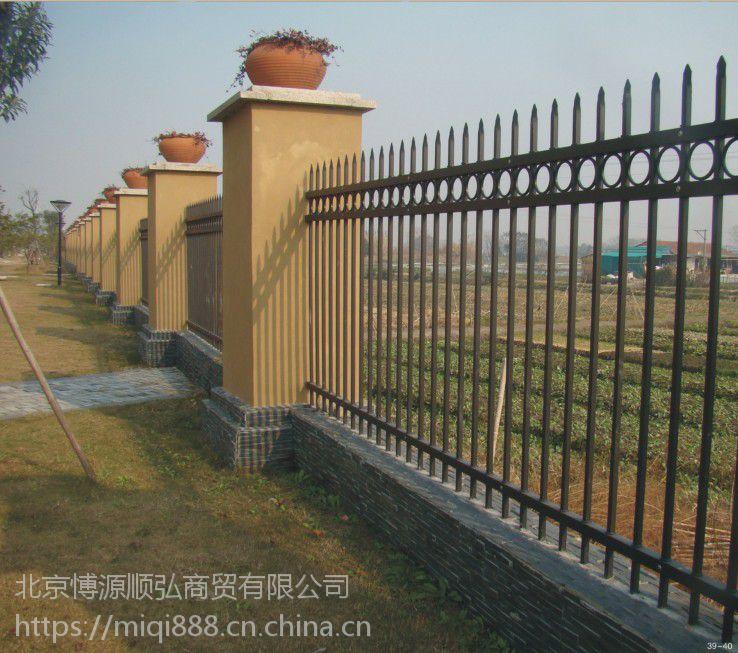 Q235驻马店喷塑围墙栏杆,HC驻马店别墅围栏,市政草坪栅栏,锌钢道路隔离栏