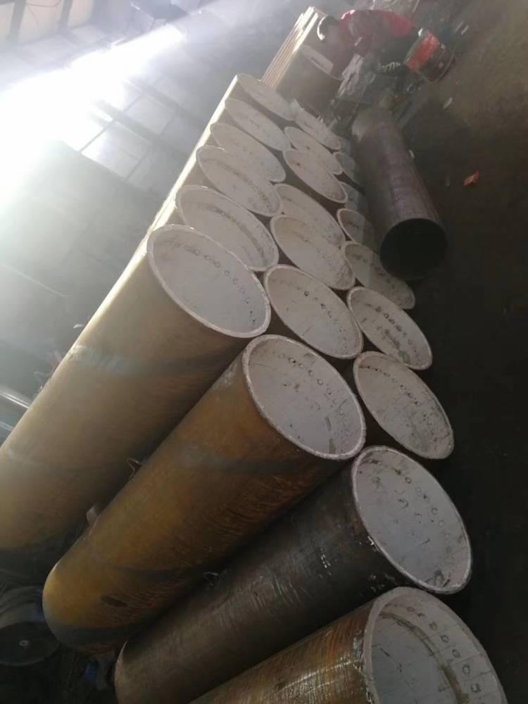 耐腐蚀耐磨管道弯头的内衬陶瓷层为耐磨陶瓷,其硬度