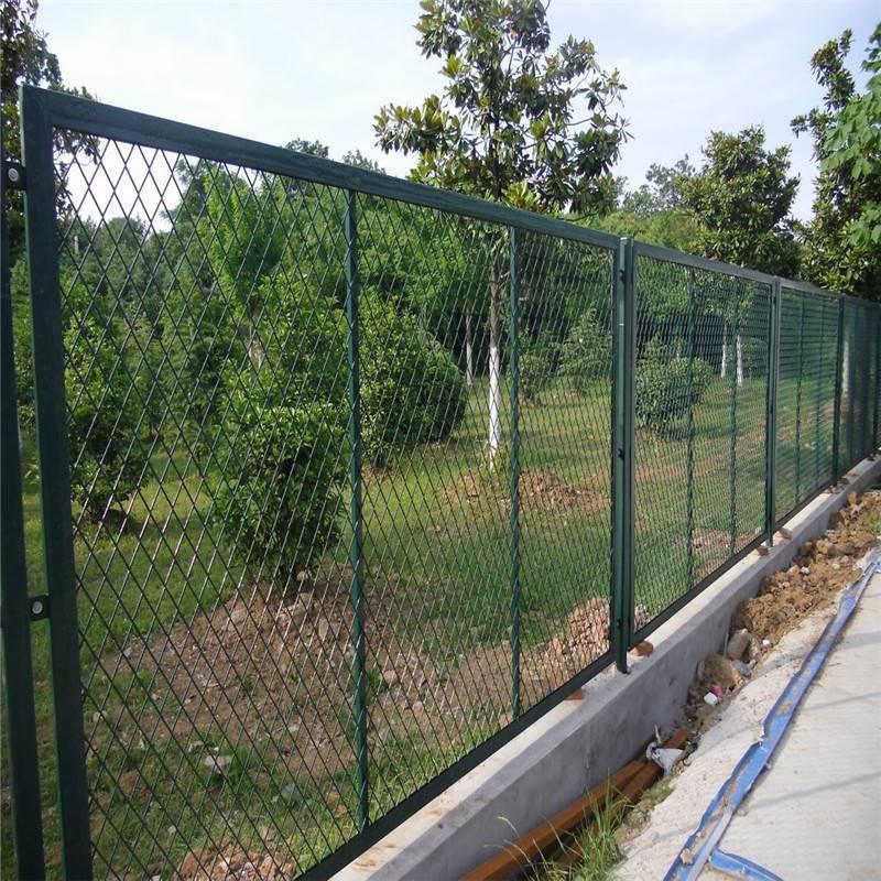 高速公路护栏网 新疆铁丝网围栏 厂区临时围网