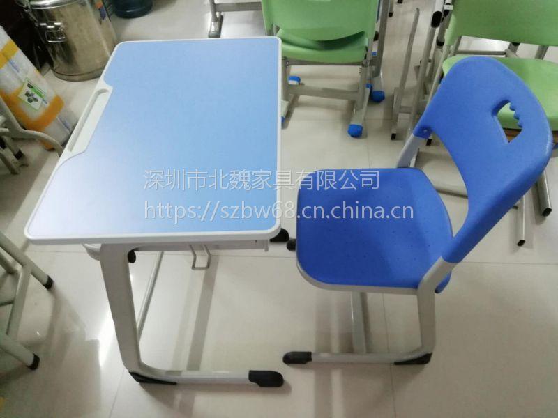 供应深圳龙华学生课桌椅*塑胶学生课桌椅*学校家具厂