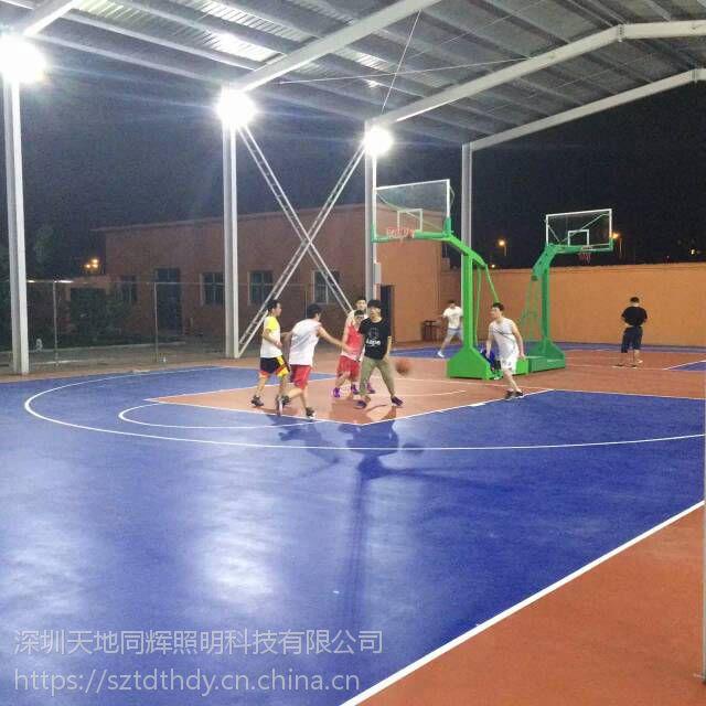 学校风雨操场使用怎样的照明灯具室外篮球场防水LED照明灯具篮球场高杆照明灯