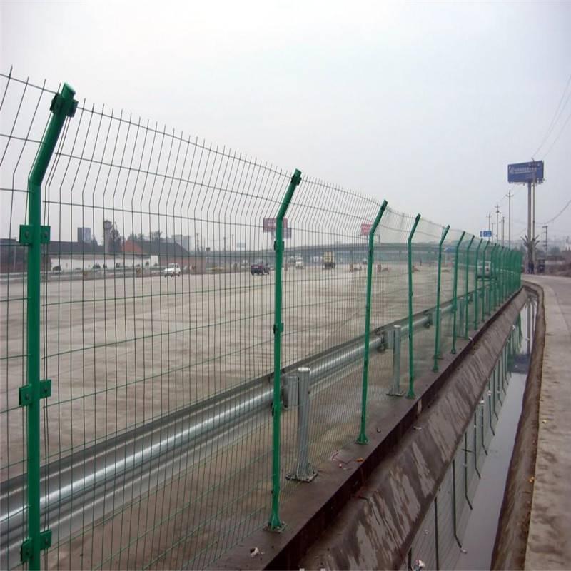 安全防护围栏 工厂护栏网 圈山林铁丝网