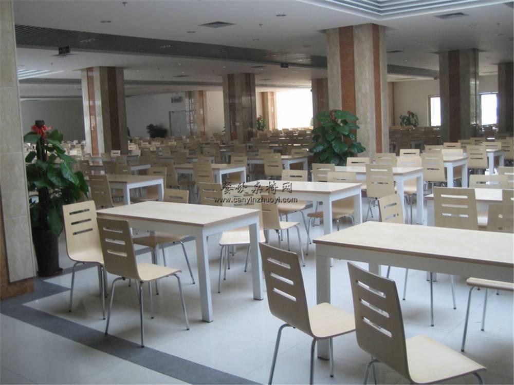 深圳钢木连体食堂餐桌椅批发