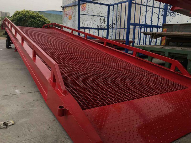5吨叉车上大工字钢平台装货柜视频妥妥的
