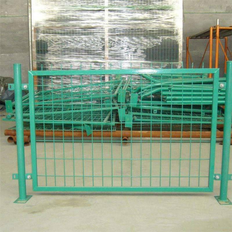 防抛护栏网 护栏网样式 室外围墙铁丝网价钱