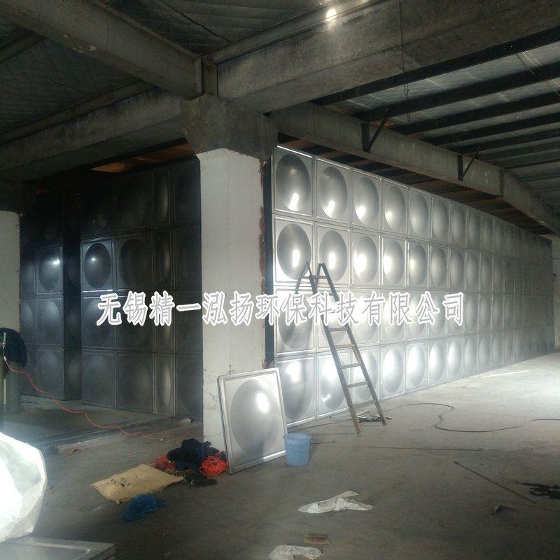 无锡精一泓扬厂家正在现场制作安装1500吨的水处理不锈钢水箱
