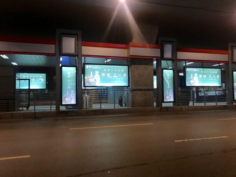郑州市二环内BRT快速公交车站台灯箱广告