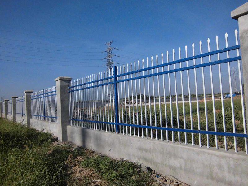 锌钢道路护栏生产线视频拍尖打眼冲孔生产中