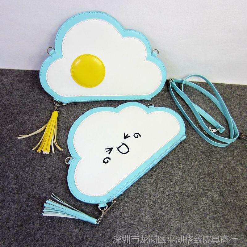 【荷包蛋手拿斜表情图片挎包包原宿颜云朵流苏文字勉强笑表情包的图片